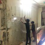 Tường bị thấm nước phải làm sao ? Cách xử lý tấm nhựa ốp tường chống thấm mốc